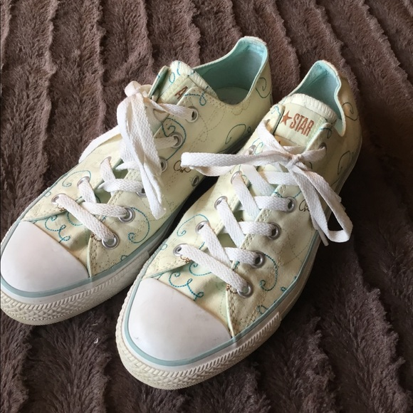 Converse All Star light yellow with bees